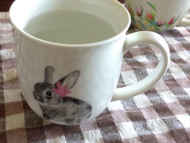 白湯を飲むことです。