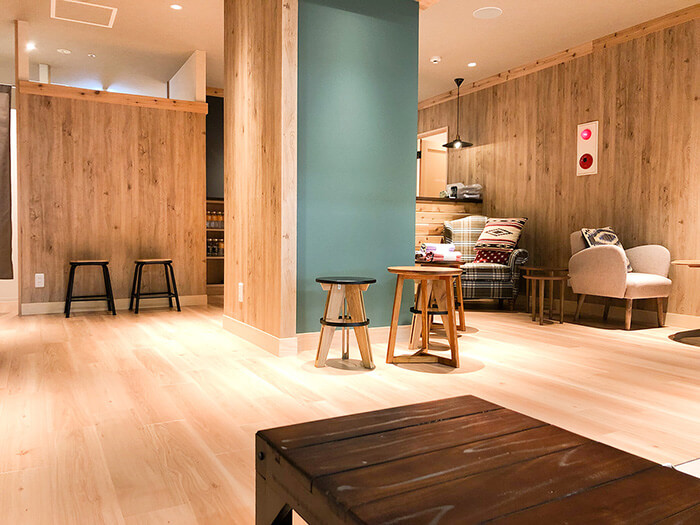 松本店のフロント待合スペース