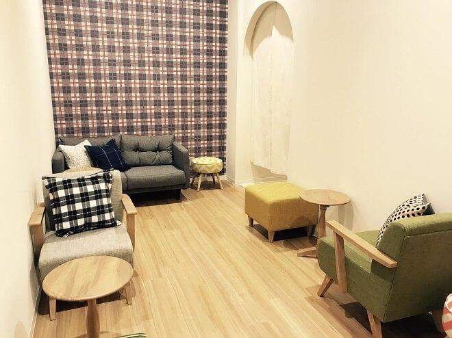旭川店のフロント待合スペース