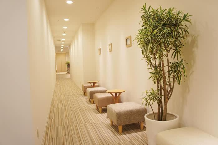 札幌店の待合スペース