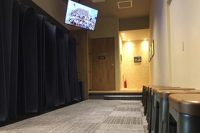 ロイブ プラス銀座店のスタジオ待ちスペース