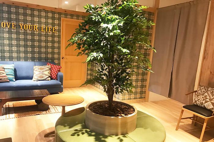 長岡店のフロント待合スペース